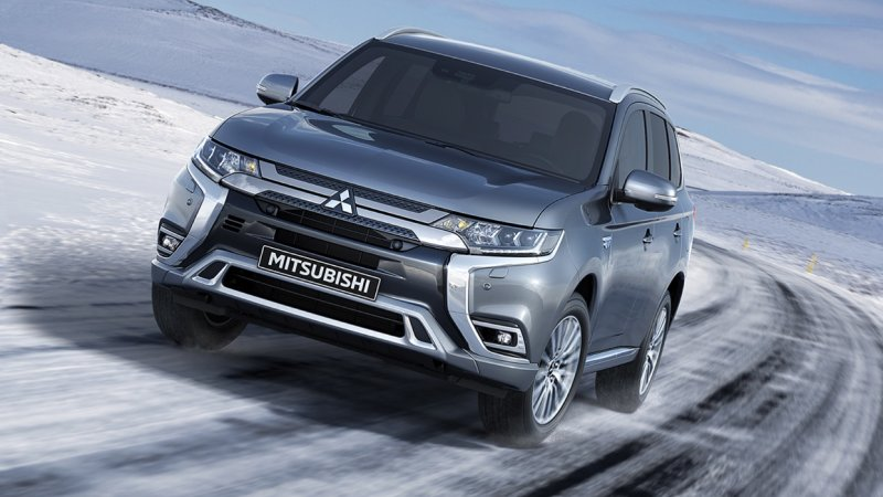 mitsubishi-outlander-2019-so-gang-nissan-x-trail