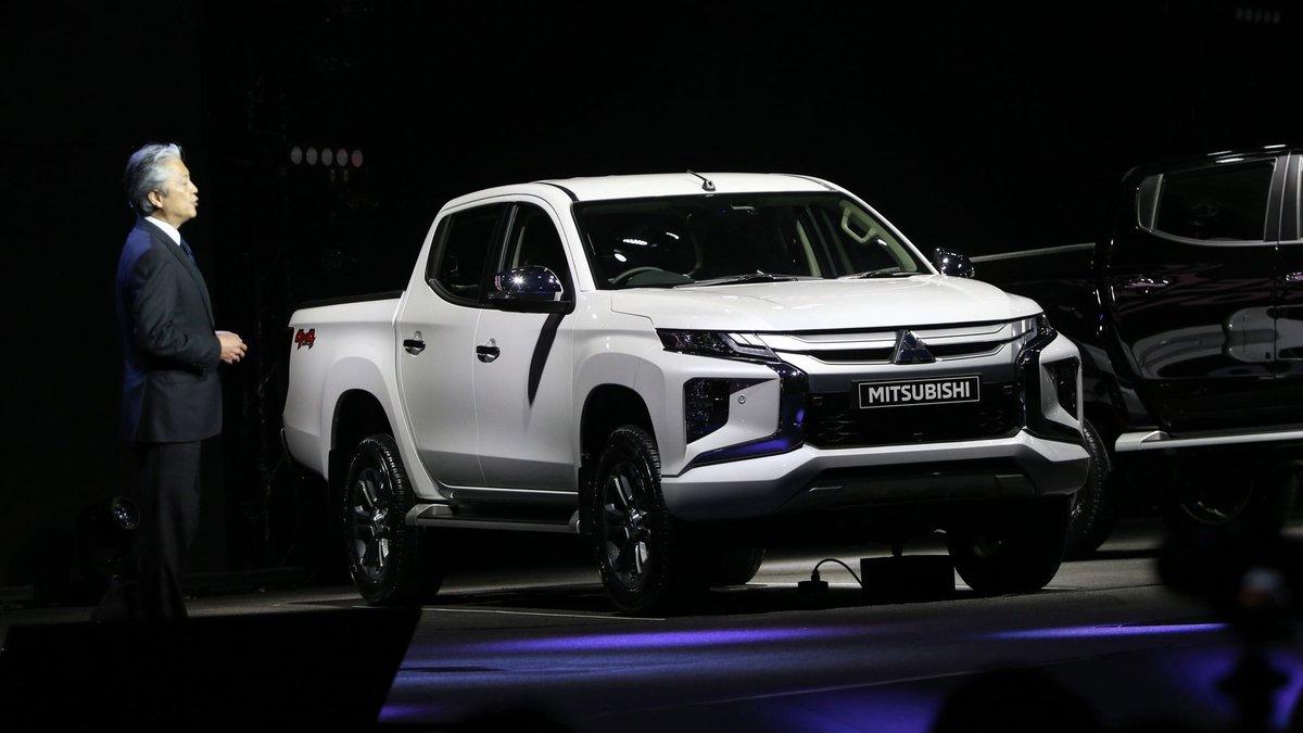 co-nen-mua-xe-mitsubishi-triton-2019-4-x4-mt