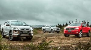 dat-len-ban-can-mitsubishi-triton-2019-va-ford-ranger