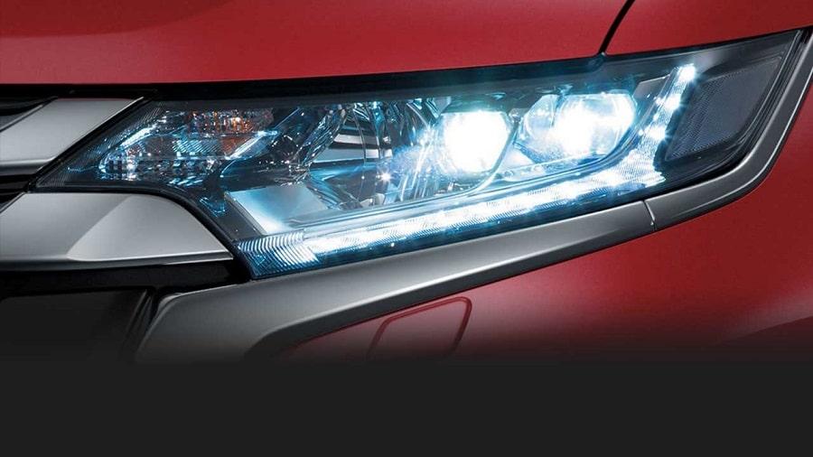 Mitsubishi-Outlander-2020-den-led